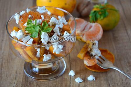 Салат с хурмой и козьим сыром