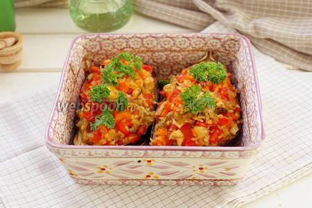 Готовые «лодочки» из баклажан с овощами украсить зеленью. Приятного аппетита!!!