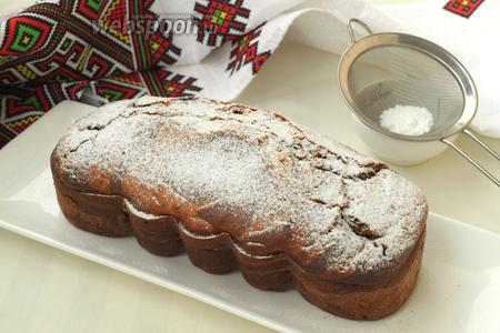 Разогреть духовку до 175ºC и печь кекс 50 минут. Готовый остудить и извлечь из формы. Посыпать сахарной пудрой. Приятного аппетита!