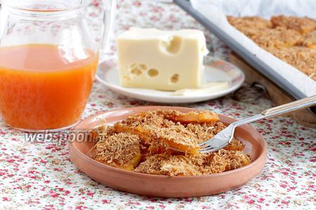 Тыква с хлебными крошками и сыром