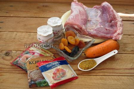 Для приготовления блюда нам нужно: свиная грудинка без кости (пашина), морковь, курага, чернослив, красный и чёрный молотый перец, кориандр и паприка. Дополнительно горчица с зёрнами и чеснок.