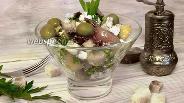 Фото рецепта Салат из брынзы с сухариками и томатами