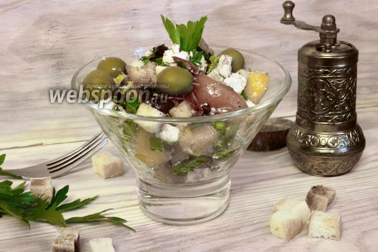 Фото Салат из брынзы с сухариками и томатами