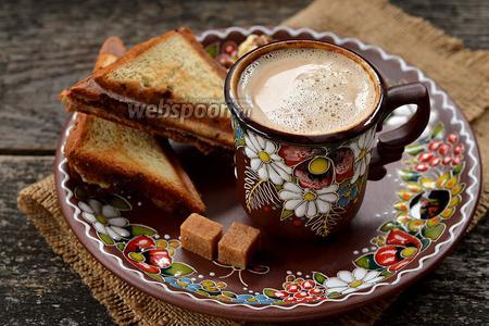 Пикантный кофе с плавленным сыром