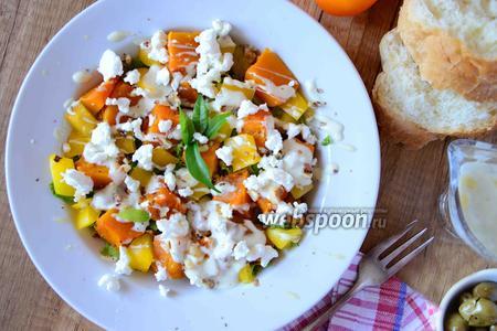 Осенний салат с тыквой и козьим сыром