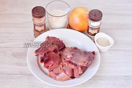 Для приготовления печёночных котлет нам понадобится соль, кунжут, лук репчатый, мука, перец красный молотый и печень куриная.