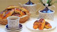 Фото рецепта Дрожжевые рогалики с творогом