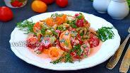 Фото рецепта Салат из помидоров и перца со сметаной