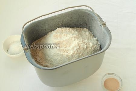 Просеять пшеничную и ржаную муку.