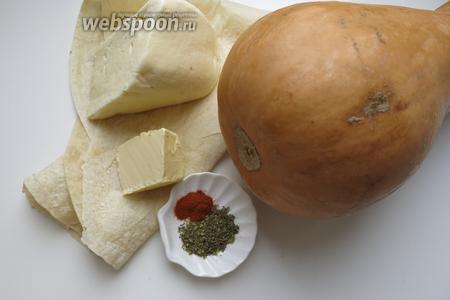 Тыква, Сулугуни и сливочное масло, лаваш армянский тонкий (несколько выпадает из ряда грузинских продуктов), средиземноморские травы, паприка, зелень кинзы и грецкий орешек для присыпки (по желанию).