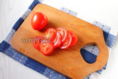Также порезать помидоры кружочками.