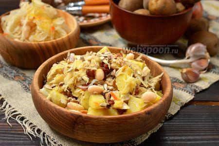 Зимний салат с копчёной скумбрией