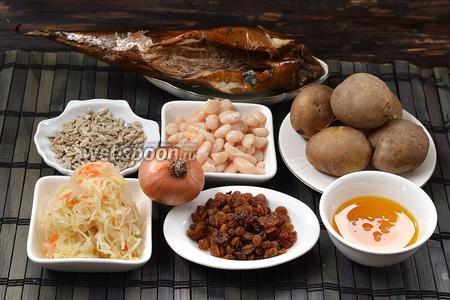 Для приготовления салата нам понадобится белая фасоль, семечки подсолнуха, лук, соль, льняное масло, картофель, изюм, квашеная капуста.
