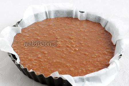 Вылить тесто в подходящую форму. Моя форма 22 см. Поставить выпекать при 180ºC на 40 минут. Готовность проверить лучинкой.