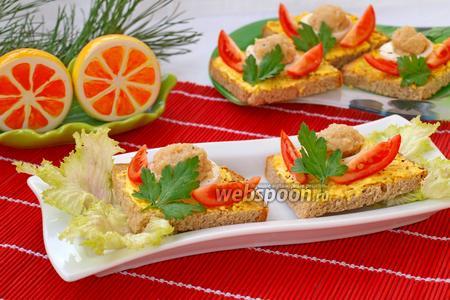 Бутерброды с икрой трески и помидором