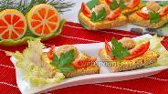 Фото рецепта Бутерброды с икрой трески и помидором