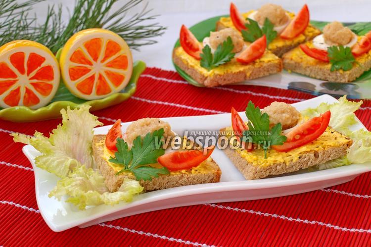 Фото Бутерброды с икрой трески и помидором