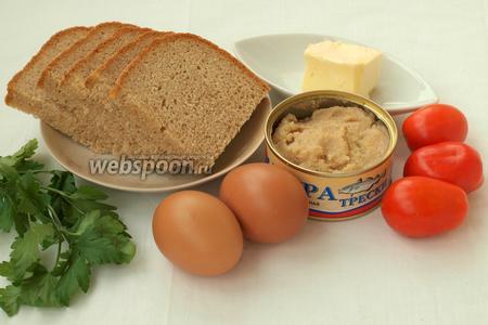 Подготовить 5 ломтиков хлеба, сливочное масло, икру трески, яйца, помидоры и петрушку. Подготовительный процесс займёт минут 10 — за это время сварятся яйца, подсушится хлеб и можно нарезать помидоры.