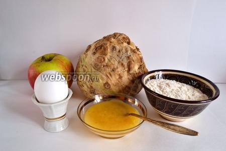 Для приготовления оладьев нам понадобятся — яйцо, сельдерей, мука, яблоко, мёд, соль, сахар и кусочек сливочного масла.