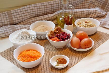 Для приготовления бискотти нам понадобится: мука, разрыхлитель, сахар, соль, сухофрукты и орехи на ваш выбор, тыквенное пюре, яйца, пряности по вашему вкусу, масло растительное.
