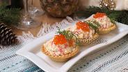 Фото рецепта Тарталетки с ананасами и крабовыми палочками