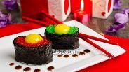 Фото рецепта Суши с тобико и перепелиным яйцом