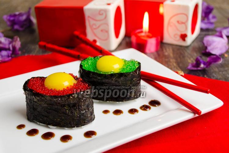 Фото Суши с тобико и перепелиным яйцом