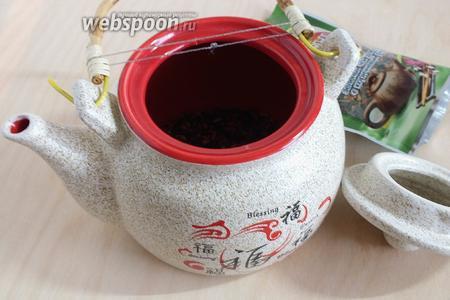 Заварите рисовый чай, согласно инструкции на упаковке. Заварка стандартная для зелёного чай: кипятим воду, остужаем до 80-90 градусов. Завариваем 3 минуты и разливаем по чашечкам. В процессе суши-трапезы, не остывшую заварку можно заварить ещё раза два, минуты по 4.