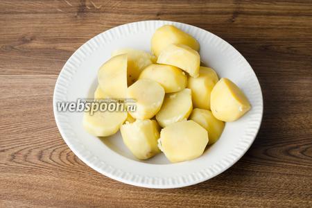 Даем картофелю немного остыть.