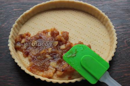 Сборка: на основу выложить яблочный компот ровным слоем.