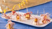 Фото рецепта Канапе с сыром и колбасой «Подарок»