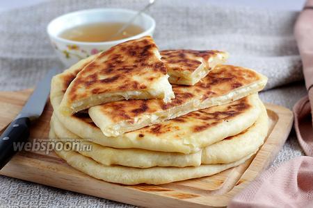 Хачапури с сыром и брынзой