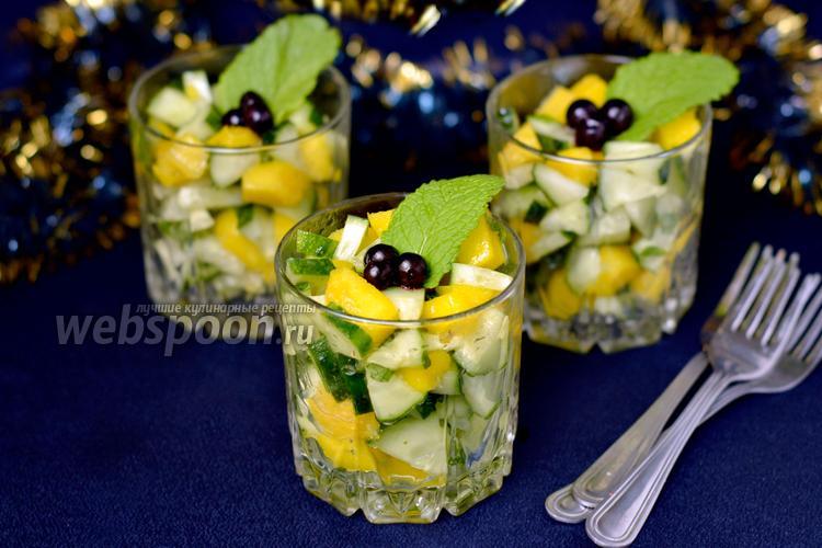 Фото Веррины с манго и огурцами