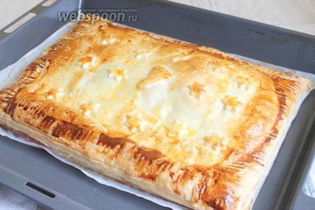 Вот такой получился пирог. Его можно употреблять сразу или можно завернуть в фольгу и хранить в холодильнике до 2 суток. Перед подачей разогреть в микроволновкe. Приятного аппетита!