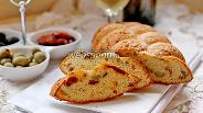 Фото рецепта Закусочный кекс с вялеными томатами и оливками