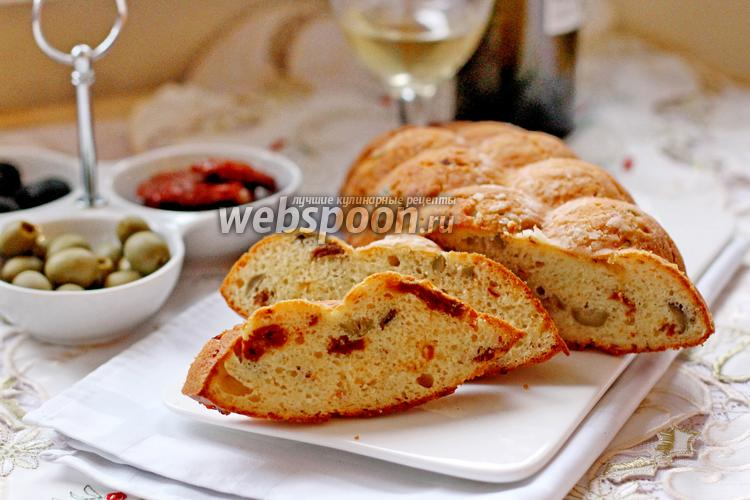 Фото Закусочный кекс с вялеными томатами и оливками