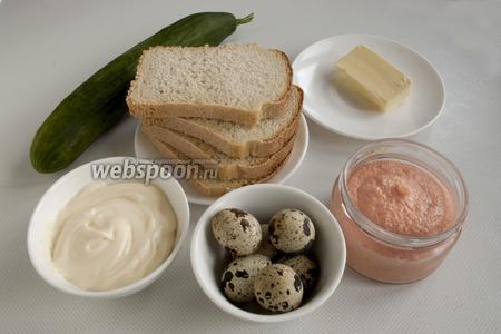 Подготовьте хлеб, икру мойвы, огурец свежий, майонез, отварные перепелиные яйца, сливочное масло.