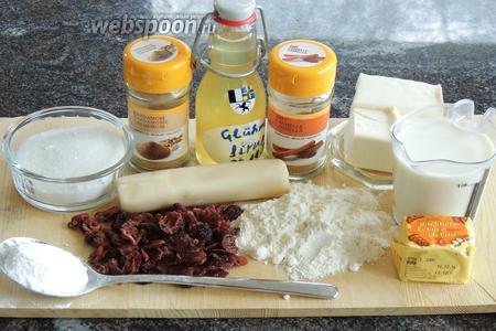 Подготовим ингредиенты: муку высшего сорта, масло сливочное отборное, молоко, дрожжи свежие, сахар и сахарную пудру, марципан, вяленую клюкву, глинтвейновый сироп, кардамон, корицу, соль.