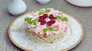 Фото рецепта Салат из крабовых палочек, сыра и яиц