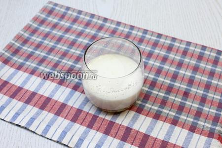Желатин растворить в холодном молоке.