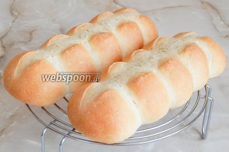 Остужаем на решётке и можно получать удовольствие от безумно вкусного домашнего хлеба.