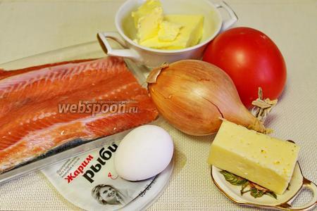 Для приготовления котлет взять филе горбуши, лук, помидор, сыр, яйцо, масло, пряности, петрушку, соль.