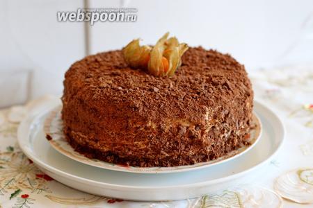 Затем полностью обсыпать торт крошкой от коржей. Торт готов! Обязательно убрать его пропитаться, не менее чем на 5-6 часов.