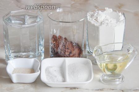 Для приготовления ароматного черемухового хлеба нам понадобится мука пшеничная (может уйти граммов на 20 больше или меньше), вода кипячёная и крутой кипяток, соль, сахар, масло растительное, а также дрожжи сухие активные.