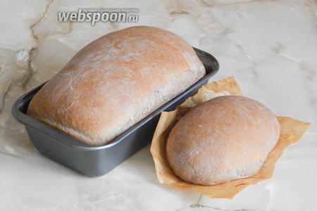 Выпекаем черемуховый хлеб на паровой бане при 200°С первые 10 минут, затем миску с водой убираем и допекаем хлебушек ещё 45 минут при 185°С.