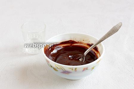 Я теперь всегда буду использовать такую глазурь. Во- первых, это не очень жирно, во-вторых, шоколад становится очень пластичным и даже в холодильнике не застывает колом, режется легко, не деформируясь.