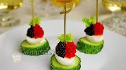 Фото рецепта Канапе с перепелиными яйцами и икрой