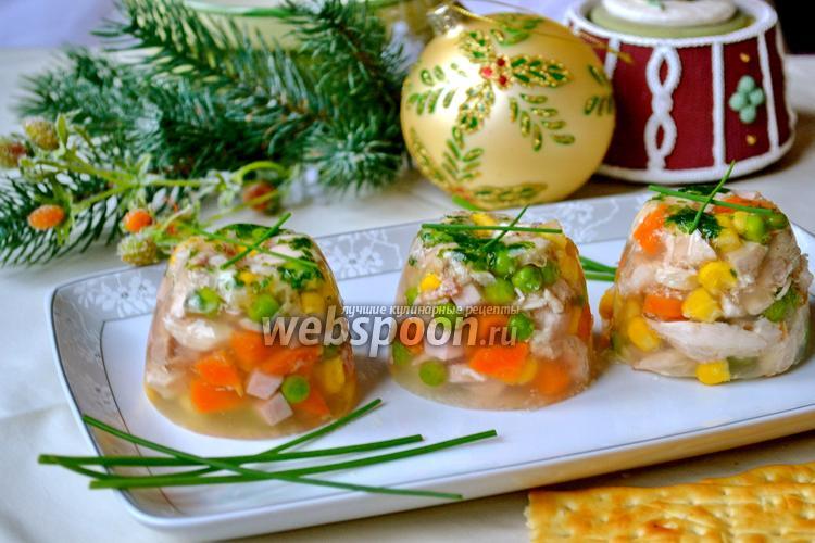Фото Аспик из курицы с овощами