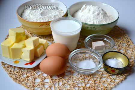 Ингредиенты: мука обыкновенная пшеничная и мука манитоба, дрожжи свежие, молоко, соль, сахар, 2 яичных желтка и размягчённое сливочное масло.