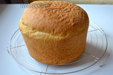 Готовый панеттоне достать из духовки и поставить остывать на решётку. Остывший паннетоне легко выходит из формы.